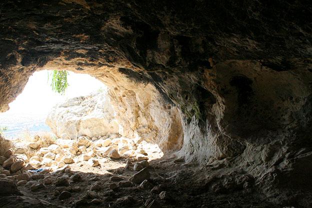 Agriturismo Siracusa: abitazione rupestre ricavata all'interno di una roccia naturale sui Monti Climiti